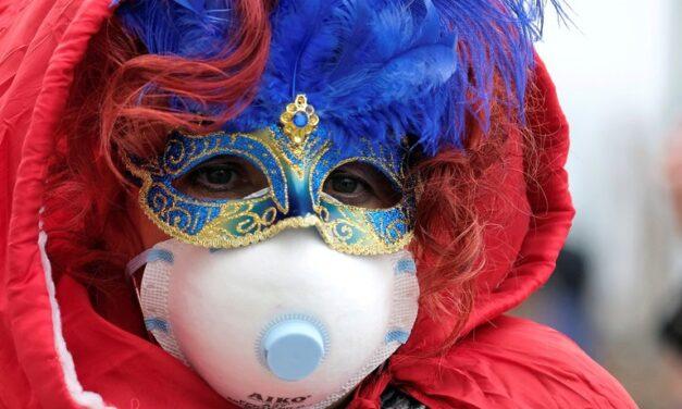 Máscaras por mascarillas: la pandemia le baja el ritmo a los carnavales en diferentes partes del mundo