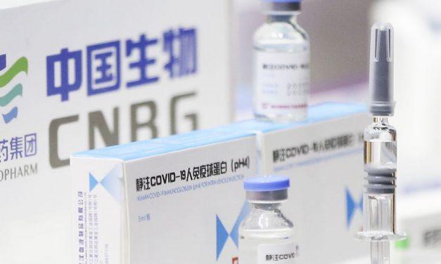 Partió a China un avión que traerá un millón de dosis de la vacuna Sinopharm