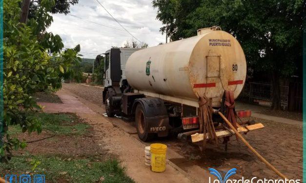 Con un solo camión se distribuye agua en siete barrios