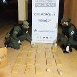 Abandonan una caja con paquetes de marihuana y cocaína