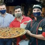 Se presentó la «pizza gigante de yerba mate»
