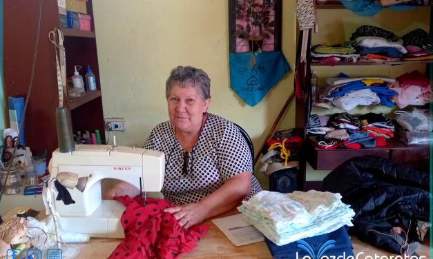 Día de la Costurera: Marita Camacho, 25 años detras de una máquina
